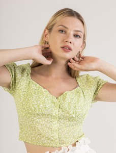 Short top with small flower print and square neckline